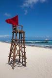 Столб личной охраны на совершенном карибском пляже Стоковое фото RF