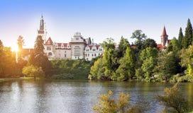 Столетие XVI замка XII Pruhonice около Праги, чехии стоковое фото