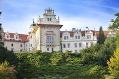 Столетие XVI замка XII Pruhonice около Праги стоковая фотография