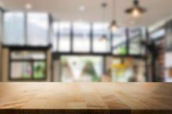 Столешница деревянной доски пустая и запачкать внутреннее над нерезкостью в coff стоковые изображения rf