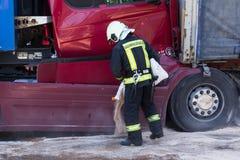Столкновение 2 тележек в Латвии, на дороге A8, произошло стоковое фото rf