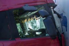 Столкновение 2 тележек в Латвии, на дороге A8, произошло стоковые изображения rf