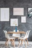 Столовая с белыми цветками Стоковое Фото