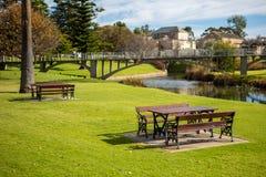 Столы для пикника на саде солдат мемориальном в Strathalbyn Стоковая Фотография RF