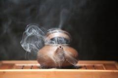Стол горячего китайского чайника бамбуковый никто стоковые изображения