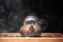 Стол горячего китайского чайника бамбуковый никто стоковые фото
