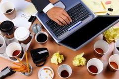 Стол созданного суматоху бизнесмена Стоковая Фотография