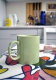 стол стол чашки зеленый кухонный стоковые фото