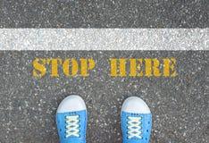 Стоп ботинок на линии стопа Стоковая Фотография RF