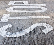 Стоп на предпосылке дороги Стоковое фото RF