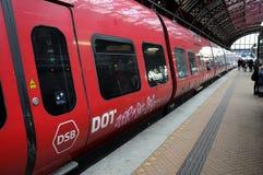Стоп поезда DSB_domestic на станции husma Стоковые Изображения RF
