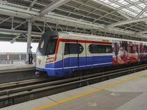 Стоп поезда неба на станции Стоковое Фото