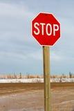 Стоп проселочной дороги подписывает внутри зиму Стоковая Фотография