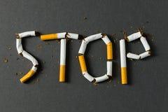 стоп сломленной принципиальной схемы сигареты куря стоковые фотографии rf