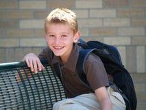 стоп школы шины мальчика стоковые фотографии rf