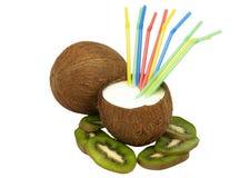 сторновки 2 кивиа кокоса коктеила Стоковые Фотографии RF
