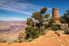 Сторожевая башня гранд-каньона на взгляде пустыни обозревает стоковая фотография