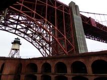 Сторожевая башня на этап форта, Сан-Франциско: Взгляд на befogged мосте золотого строба стоковые изображения