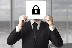 Сторона бизнесмена пряча за символом замка знака Стоковое Изображение RF