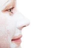 Сторона девушки в профиле с положенной косметической маской Стоковые Фотографии RF