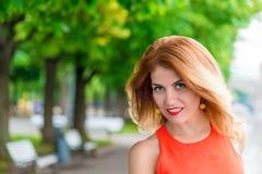 Сторона девушки очарования с красными губами Стоковые Фотографии RF