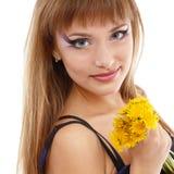 Сторона женщины красивая с одуванчиком цветка Стоковые Фото