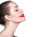 Сторона женщины с смазанной красной губной помадой стоковая фотография rf