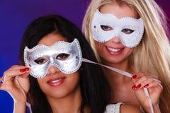 Сторона 2 женщин с масками масленицы венецианскими Стоковое Фото