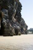 Сторона и пляж скалы на одичалом атлантическом пути Стоковое Изображение RF