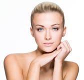 Сторона красоты красивой изолированной молодой женщины - Стоковое фото RF
