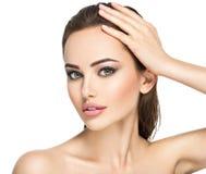 Сторона красоты молодой красивой женщины стоковые изображения rf