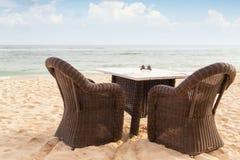 Сторона обеденного стола и 2 стульев морским путем стоковое изображение
