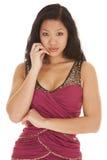 Сторона руки платья азиатской женщины красная Стоковое фото RF