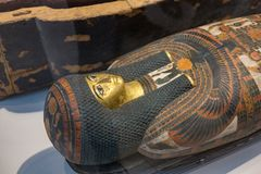 Сторона саркофага в объективе жалюзи стоковое изображение rf