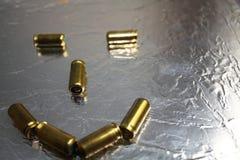 Сторона смайлика Smiley от эпицентров деятельности оружия на сияющей предпосылке Стоковые Фотографии RF