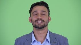 Сторона счастливого молодого бородатого персидского бизнесмена кивая головой да сток-видео