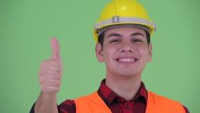 Сторона счастливого молодого multi этнического рабочий-строителя человека давая большие пальцы руки вверх сток-видео