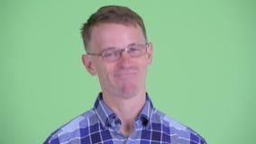 Сторона счастливого человека хипстера кивая головой да акции видеоматериалы