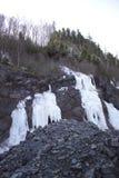 Сторона утеса карьера ледяная стоковая фотография