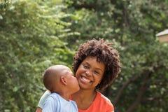 сторона фокусирует ее женщину сынка мати s Стоковые Изображения