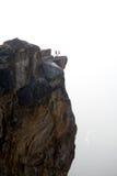 сторона 2 людей скалы стоковое изображение