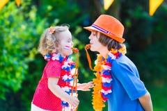 2 сторонника футбола красивых детей голландских Стоковая Фотография