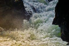 Стороны словоизвержения и утеса воды Стоковые Изображения