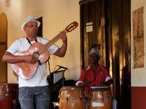 Стороны людей Кубы играя в диапазоне в Тринидаде Стоковое фото RF