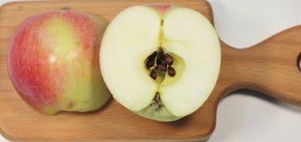 2 стороны яблока Стоковое фото RF