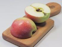 2 стороны яблока Стоковое Изображение