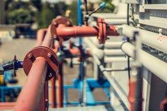 Стояки водяного охлаждения на частном предприятии, трубы, клапаны, вентиляторы стоковые изображения