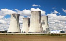 Стояк водяного охлаждения с облаками, атомная электростанция Dukovany Стоковое Фото