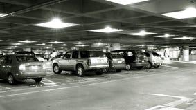 стоянка автомобилей авиапорта Стоковые Фотографии RF