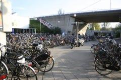 стоянка автомобилей велосипеда Стоковое фото RF